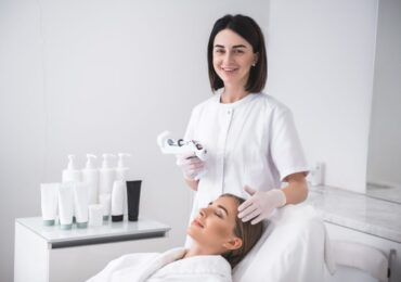 Is it worth being a Esthetician: An Overview?